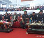 Walikota Tatong Bara, Pimpin Kabinetnya Noreng ; Mendengarkan Pidato Kenegaraan Presiden RI, di Gedung DPRD Kotamobagu