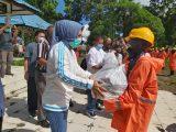 Walikota Tatong Bara Salurkan Paket Sembako Untuk 234 Petugas Kebersihan