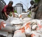Operasi Pasar Perum Bulog Distribusi 92 Ton Beras di Kotamobagu dan Bolsel