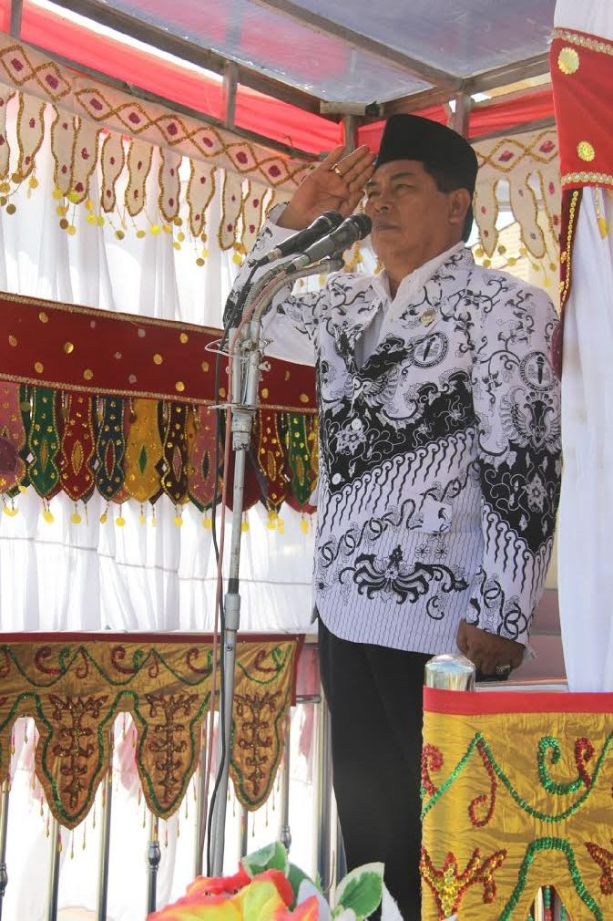 Bupati Salihi Mokodongan tampil Inpektur Upacara HUT Guru Ke-70 Tahun 2015