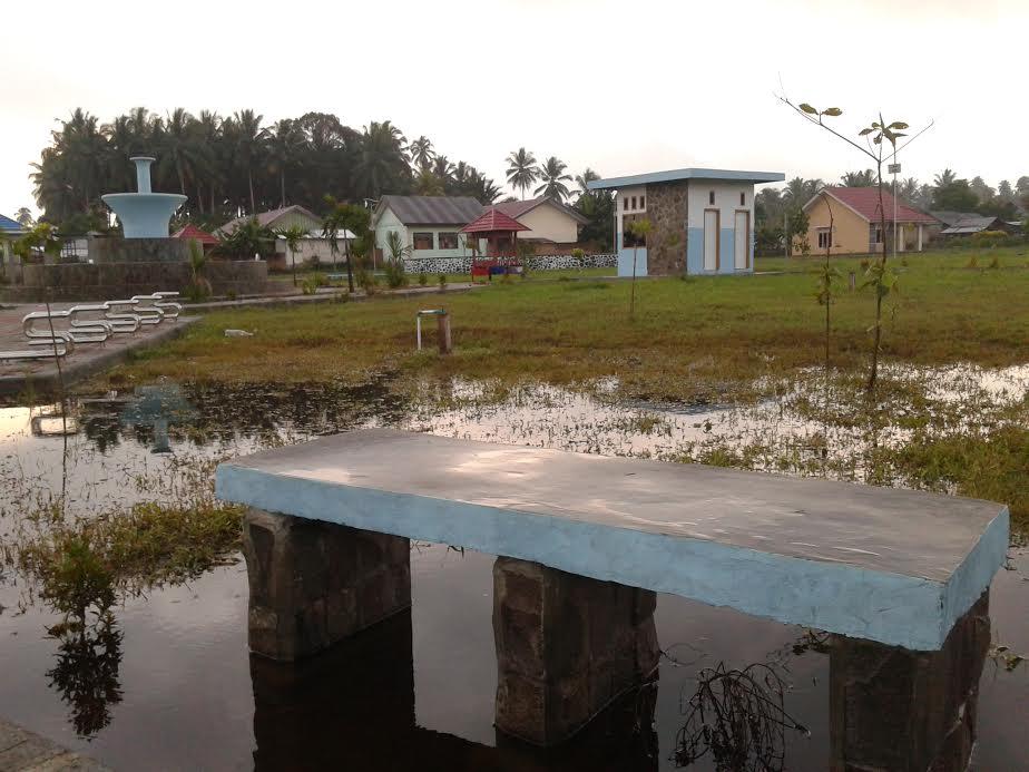 Kondisi Taman Kota yang biayai anggaran miliaran rupiah di Kelurahan Pobundayan Kotamobagu Selatan, Kota Kotamobagu