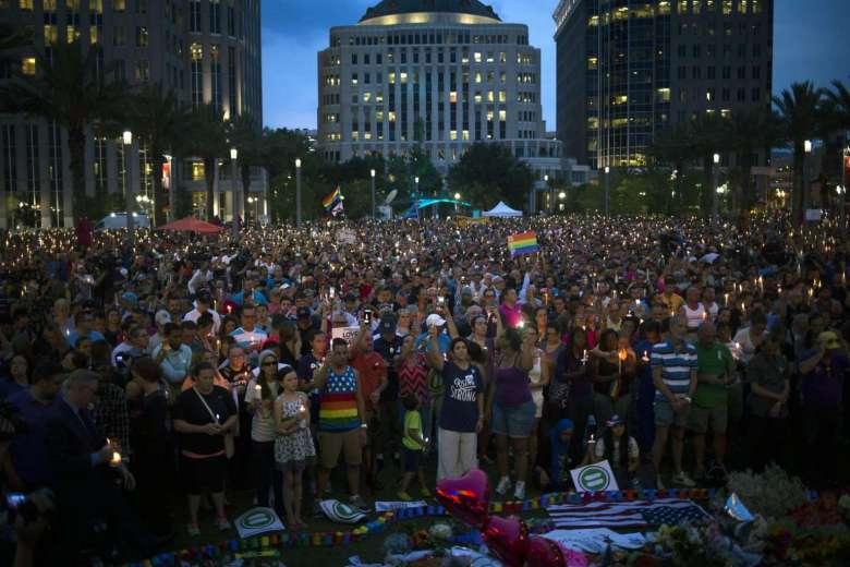 Ribuan warga melakukan aksi mengenang peritiwa pembantaian di Orlando. (dok : istimewa)