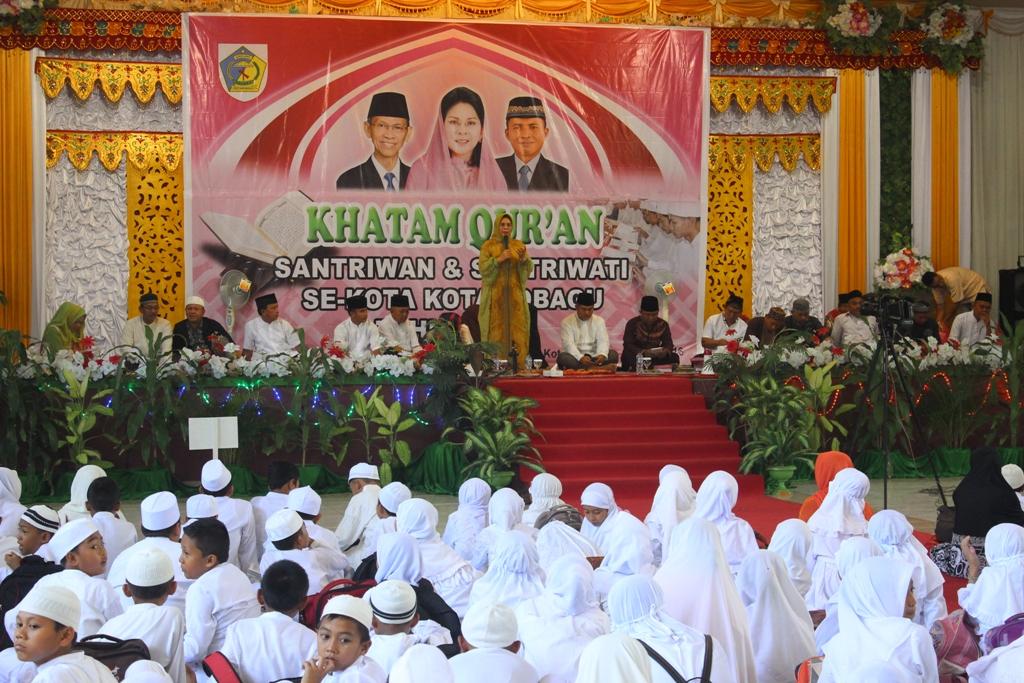 Bersama 600 Santri Walikota Kotamobagu-Ir Hj  Tatong Bara menghadiri perayaan Tahun Baru Islam 1438 Hijriah