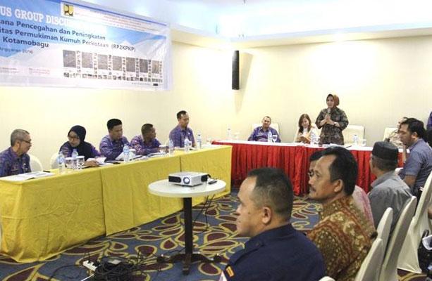 Walikota Ir Tatong Bara saat membuka resmi kegiatan Focus Group Discussion Kamis 13 Oktober 2016 bertempat di Hotel Sutan Raja Kotamobagu