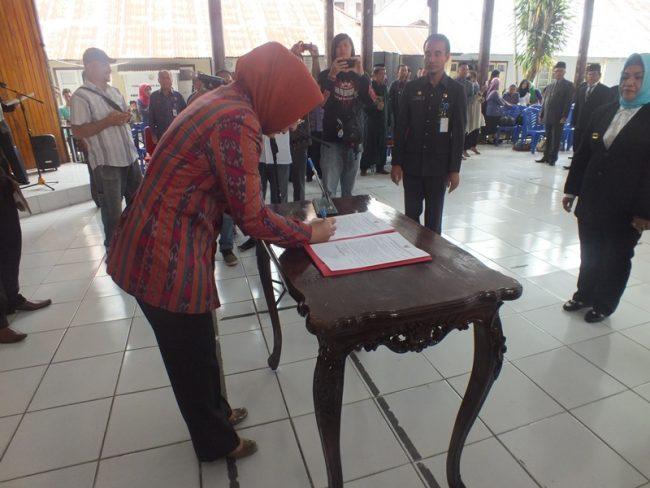 Walikota Kotamobagu Lantik 52 Kepala Sekolah