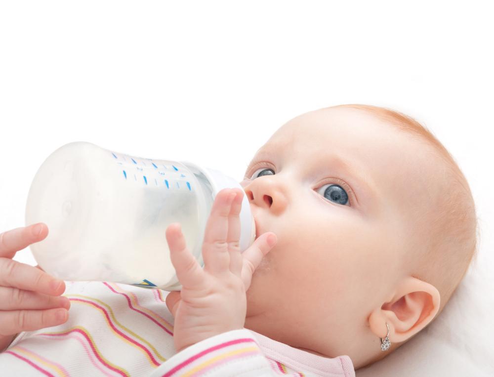 Ini Alasan Bayi Tidak Boleh Minum Air Putih