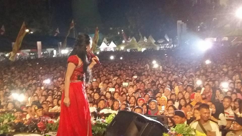 Pesta Rakyat Ala Walikota Ir Tatong Bara, dari Kotamobagu Expo, Rekor 5000 Gelas Kopi, Festival Kuliner, hiburan Paramitha Rusady