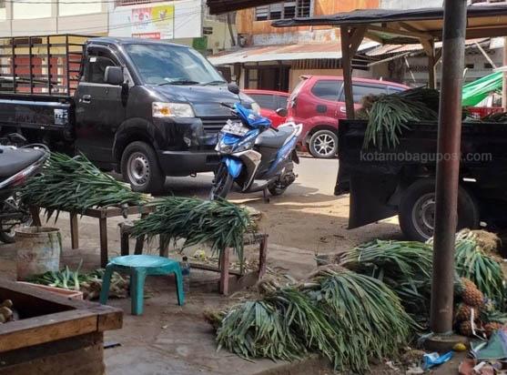 Jelang Natal, Harga Bawang dan Rica di Pasaran Kotamobagu, Turun