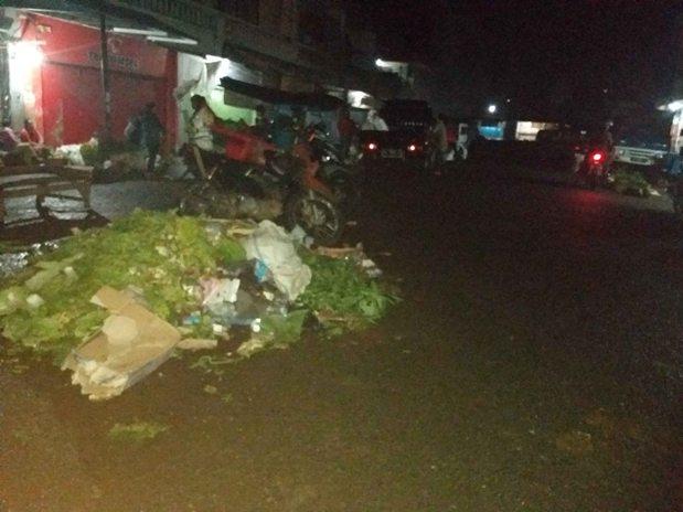 Sampah yang dihasilkan Pasar Ilegal di Pusat Kotamobagu, Timbulkan Aroma Tak Sedap