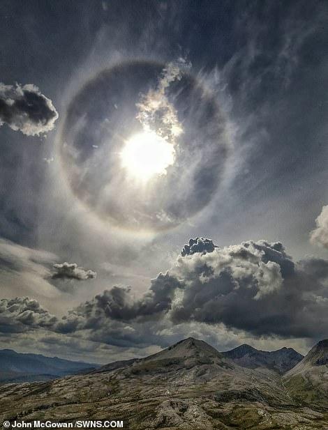 Interaksi Cahaya Matahari Dengan Kristal Es Melayang di Atmosfir, Berhasil Dipotret di Perbukitan Scotlandia