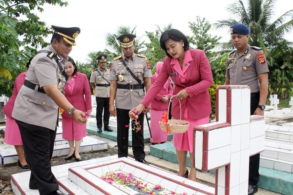 Kapolda Sulut Irjen Pol. Sigid Tri Hardjanto, Pimpin Upacara di TMP Kairagi, Manado