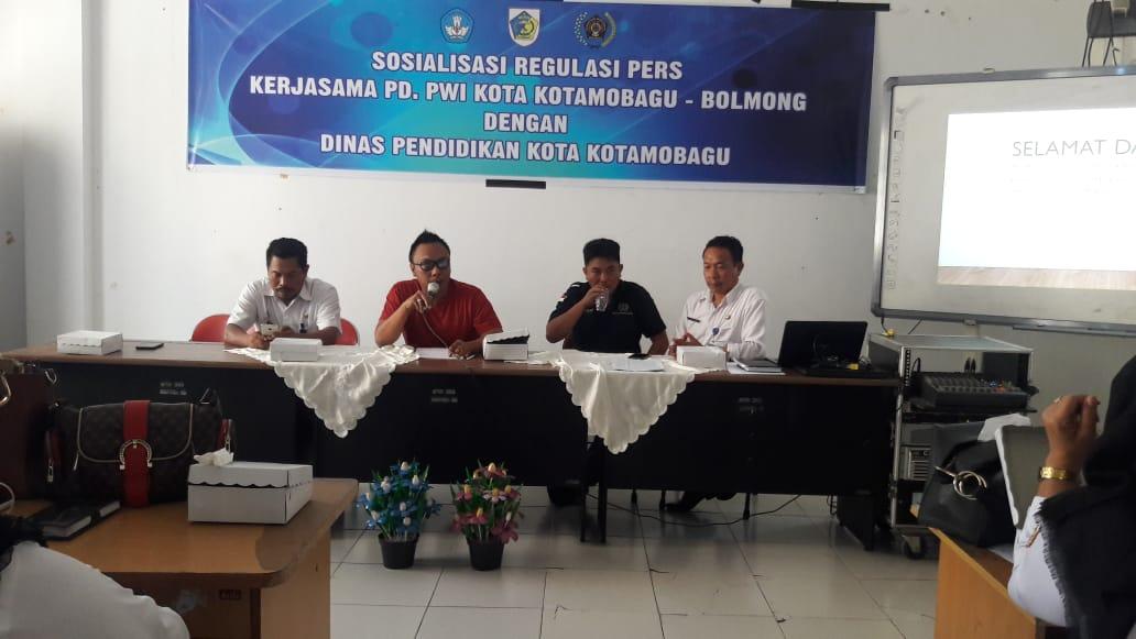 PWI Gelar Sosialisasi Regulasi Pers Pesertanya 75 Kepsek dan Guru Se-Kota Kotamobagu