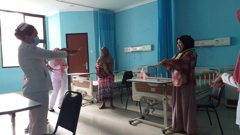 Seluruh Pasien RSUD Kotamobagu, Diajarin Cara Mencuci Tangan yang Benar
