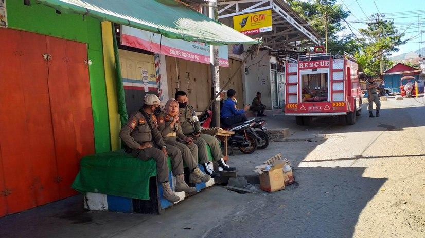 Pembatasan Jam Operasional, Pukul 13.00 Wita Jalan Masuk Pasar 23 Maret Ditutup