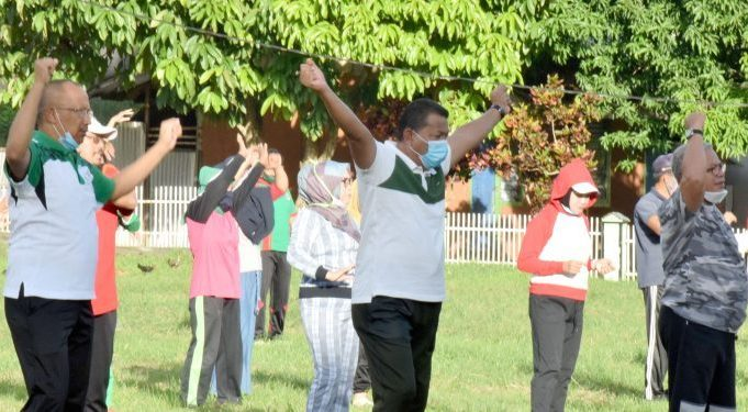 Bupati Bolmut Olahraga Bersama Masyarakat di Desa Paku