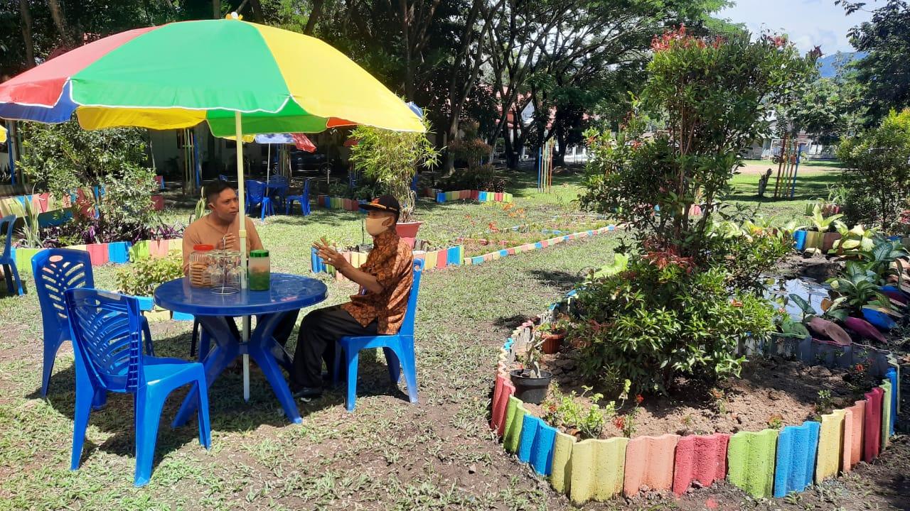 DLH Kotamobagu 'Sulap' Halaman Kantor Jadi Taman Bunga, Bambang: Ini Semua Untuk Warga