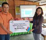 Manager PLN UP3 Kotamobagu Serahkan Rp60 Juta Perbaikan Jalan Desa Wulurmaatus