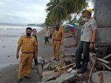 Ombak Setinggi Lima Meter Hantam Rumah-Rumah Warga di Pesisir Pantai Bungin