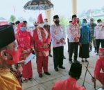 Hari Pertama Berkantor, Pjs Bupati Bolsel Praseno Hadi Disambut Dengan Adat 4 Suku